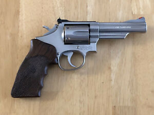 Fuzzy Farrant Smith & Wesson KL-Frame Custom Checkered Cocobolo Combat Grips