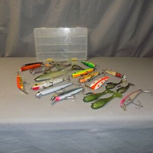 Nice lot of  Musky and Pike lures or baits Rebel Rapala Storm18 pieces vgc