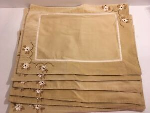 Target Classic Tidings Placemats Set of 6 Christmas 2008 Beige White Flowers