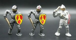 3 VINTAGE BARCLAY POD FOOT KNIGHTS WITH SHIELDS ANTIQUE LEAD CASTLE FIGURES