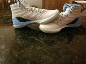 New Girl's Youth Under Armour Basketball Gym Shoes Size 5.5