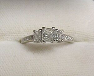 VERY NICE 14K WHITE GOLD 3 PRINCESS CUT DIAMOND LADY'S RING