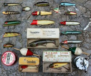 **Lot 18 FISHING LURES from Very Old Tackle Box HEDDON CREEK CHUB MUD PUPPY Reel