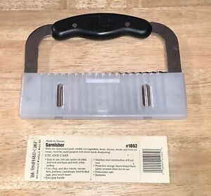 THE PAMPERED CHEF HAND HELD STAINLESS STEEL GARNISHER WITH COVER #1062