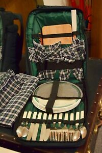Insulated Picnic Pak Backpack; Everest green; 4 place settings plus extras; New