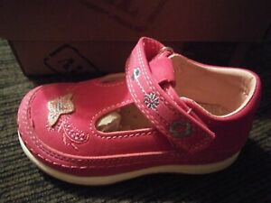 Beeko Yasmin Girls Shoes Toddler Size 8.5 Fuchsia With Butterfly Brand New $12.00