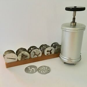 Vintage Mirro Cookie Pastry Press Kit Cookie w 17 Discs and Disc Tray $19.95