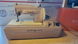 Vintage SINGER Model 50d SEWHANDY Toy Childs SEWING MACHINE $60.00