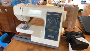 Kenmore Sewing Machine 385 1764180 Free Arm 24 stitch Portable with Pedal $65.00