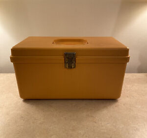 Vintage Wilson Mfg. Wil Hold Harvest Gold Plastic Case Craft Sewing Box $12.50