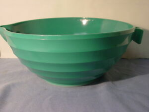 rare green glass large mixing bowl with handle