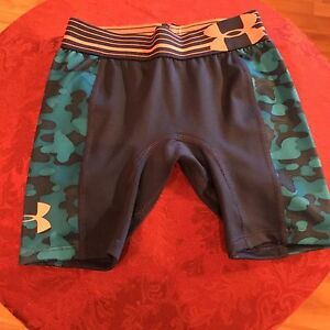NEW Under Armour Girls Size XS Anti-Odor Blue Camo Fitted Compression Shorts