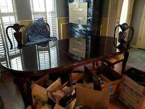 dinning table set beautiful 6 chairs great condition NO rips tears or stains.