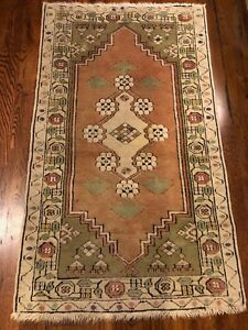 turkish oriental rug-3x4-good condition ivory base with faded pink olive green