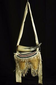 Bag with horn for gun powder and buckshots - Pawnee tribe - end of 19th C.