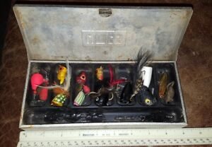 Vintage ALUMINUM UMCO FLY FISHING TACKLE BOX full of FLIES & flyrod lures