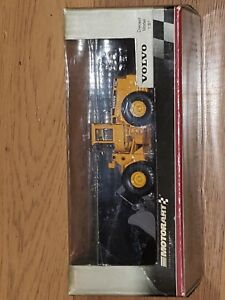 RARE VOLVO Loader by Motorart 13040 HI-TECH LINE HARD TO FIND!!!! 1:87 scale