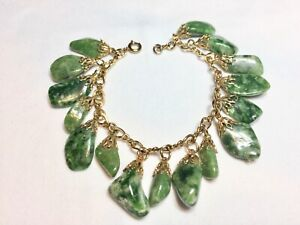 BEAUTIFUL GOLD METAL GREEN AGATE NUGGET CHARM BRACELET. SIXTEEN (16) CHARMS