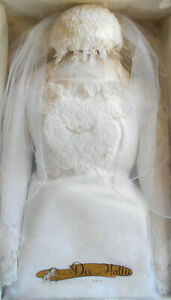 Vintage Floral Lace Appliqued A-Line Tulle White Wedding Gown Size 12