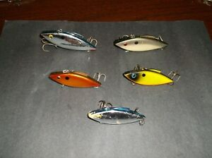 LOT OF 5 VINTAGE LIPLESS FISHING LURES BILL LEWIS RATTLE TRAP CORDELL SPOT