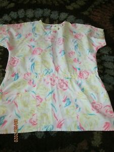Women#x27;s Scrub Small Top w Pink White Yellow Floral Pattern Hospitex