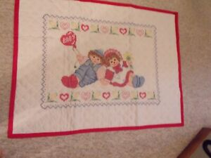 RAGGEDY ANN AND ANDY HAND STITCHED BABY QUILT 30 X 38 BUTTERFLY FABRIC BACKING $20.00