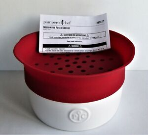 PAMPERED CHEF MICROWAVE PASTA COOKER. #2633. NEW WITHOUT BOX.
