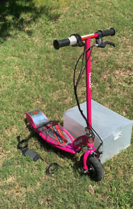 Razor E100 Electric Scooter Daisy Pink With Charger Ages 8