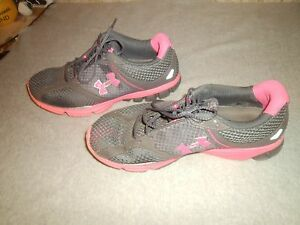 WOMENS UNDER ARMOUR PINK GRAY SHOES SIZE 9.5 ATHLETIC FITNESS  WALKING RUNNING