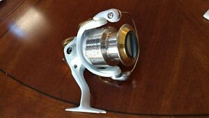 SHIMANO STRADIC 4000FH SPINNING REEL -- ST4000FH. BRAND NEW IN BOX W XTRA SPOOL