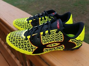 Under Armour Soccer shoes Boys size 2 with bFREE Shipping