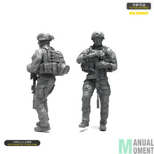 135 US Army Navy Seal Soldier Standing With M4 Helmet Backpack Vest Scale Model