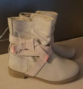 Cat amp; Jack Youth Girls sparkling Taupe Boots size 13136 $13.99