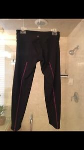 Lululemon Limited Edition Wunder Under Black W stripe Size 8 Running Yoga Pants $34.99