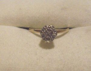 10kt. Yellow Gold Diamond Flower Ring Size: 6