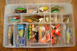 TACKLE BOX FULL OF 27 FISHING LURESPLUGSJITTERBUGSPOONSVINTAGENORMANPOES