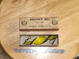 VINTAGE OLD HERTERS BOX WITH SPIRAL BEE COLOR BAIT LURES MUSKY SPINNER BAITS FLY