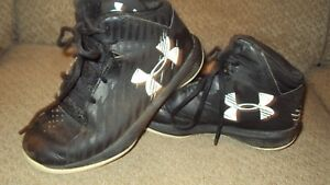BOY'S UNDER ARMOUR ATHLETIC HIGH TOP SHOES-SIZE 13K-BLACKWHITE