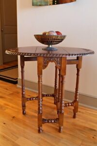 International Caravan Furniture Piece Carved Wood Oval Fold Out Table Brown New