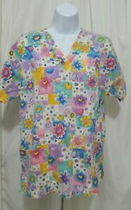 H.Q.SCRUBS SMALL COLORFUL FLOWERS AND HEARTS SCRUB TOP