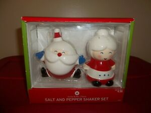 NIB TARGET CHRISTMAS HOLIDAY SANTA & MRS.CLAUS SALT & PEPPER SHAKERS/SET