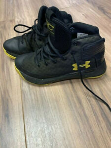 under armour steph curry shoes Youth Size 1Y Black yellow $25.00