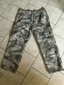 Wrangler Cargo Camouflage Pants Military Men#x27;s Size 36x30 Very good condition