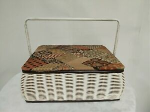 Vintage Sewing Box With Contents GBP 17.49