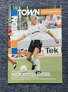 Luton Town v Manchester United Barclays League Div 1 September 1990 90 91
