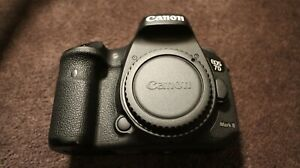 Canon 7D Mark II 20.2MP Low Shutter Count w Extras CF cards Reader