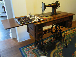 Antique 1913 Singer Treadle Sewing Machine in Cabinet with Cast Iron Legs NICE $350.00