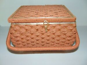 Vintage SINGER Sewing Basket Tray amp; Notions Woven Rattan Peach Satin Interior $19.99