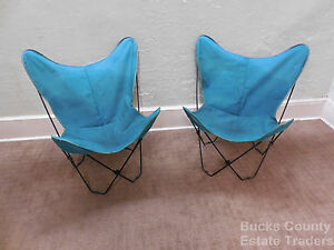 Mid Century Modern Pair of Folding Iron amp; Canvas Butterfly Chairs