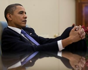 PRESIDENT BARACK OBAMA IN OVAL OFFICE MEETING IN 2010 - 8X10 PHOTO (ZY-552)